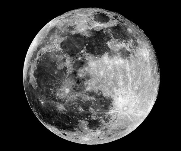 Full Moon phase. Taken by telescope.Fase Luna piena. Scattata con telescopio.